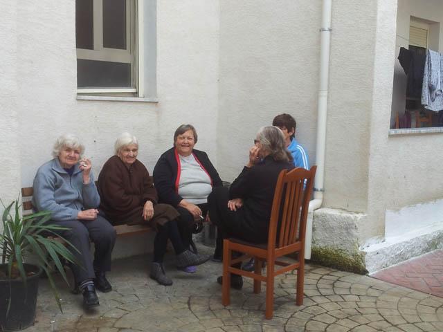 Humbja e oreksit tek të moshuarit, ndihma që u duhet ofruar