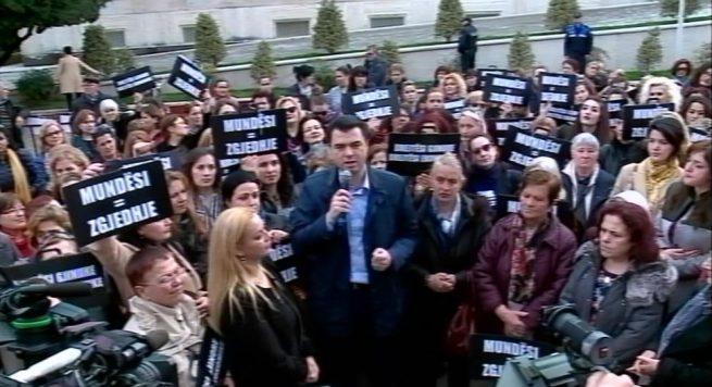 PD, Albana Vokshi: Edi Rama, ik. Nëse ti nuk ikën vetë, gratë do të rrëzojnë !