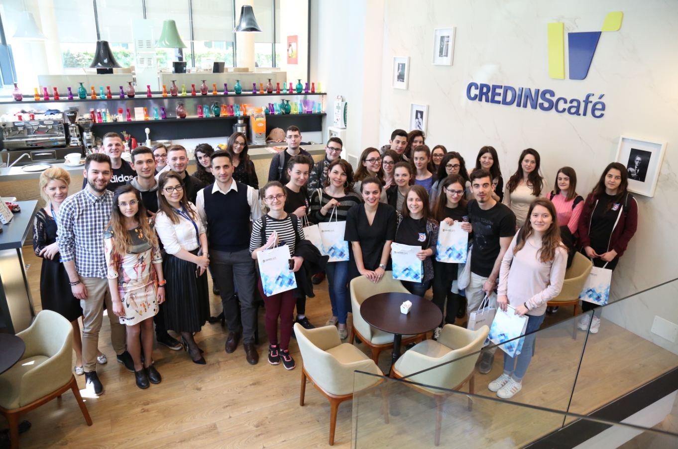 """Java Botërore e Parasë, Credins Bank pret nxënësit e gjimnazit """"Qemal Stafa"""""""