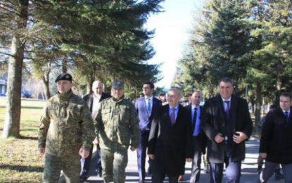 Isa Mustafa: S'ka ushtri pa u koordinuar me Amerikën dhe NATO-n