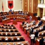 Çmenden gazetat maqedonase: Ta q*fsha Parlamentin
