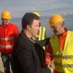 Peleshi inspekton punimet e një rruge në Maliq: Investimi, falë reformës administrative