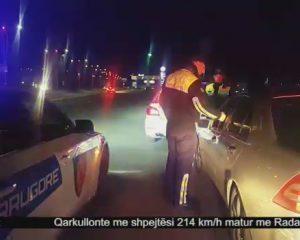 VIDEOLAJM – Çmenduri/ Me 214 km/h në autostradën Tiranë-Durrës, e ndjekin 3 patrulla