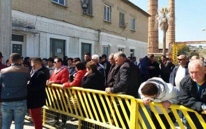Protesta në Fier, punonjësit e rafinerisë së naftës dy vjet pa rroga