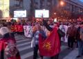 Mijëra maqedonas mbushin rrugët e Shkupit, protestojnë kundër gjuhës shqipe (Video)