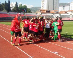 VIDEO/ Festa e çmendur e vajzave të ekipit kuqezi, greket qajnë në fushë