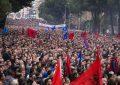 Protesta e opozitës, degët e PD organizojnë transportin e pjesëmarrësve