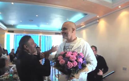 """Me këngën """"Të ka lali shpirt"""", Rama batuta me komunitetin rom (VIDEO)"""