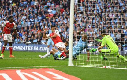 Arsenal eliminon City-n, kalon në finale