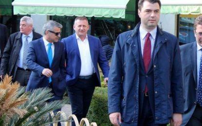 """""""Dështimi i negociatave"""", Basha mbledhje urgjente me aleatët"""