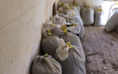 Bulqizë, zbulohen 28 thasë me kanabis në tavanin e një shtëpie