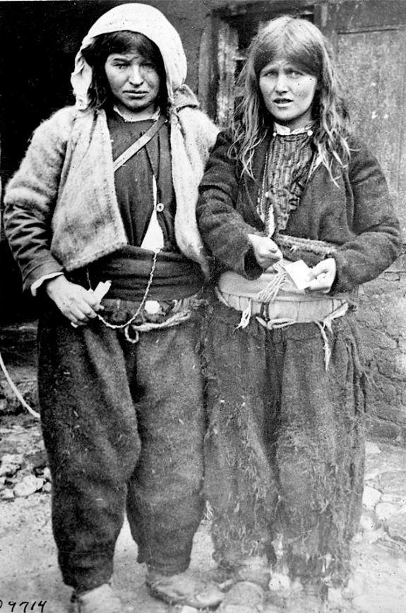 Dy motrat shqiptare dhe një histori prekëse