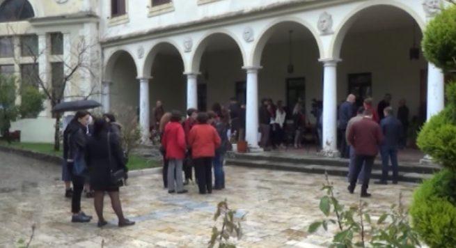 """Shkodër – Famullia """"Zoja Nunciatë"""" hap mensë për të varfrit"""