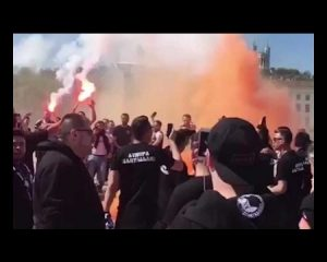 Përleshje dhe dhunë mes tifozëve në ndeshjen Lyon – Beshiktash (VIDEO)