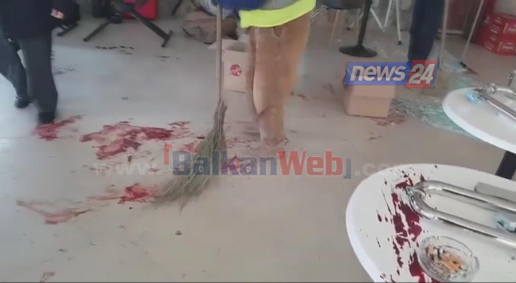 Masakra në Vlorë/ Rrëke gjaku në dysheme e xhama të thyer. Ç'ka mbetur në lokalin me muzikë live (Pamje të rënda)