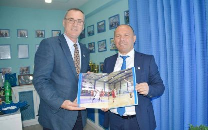Federata Shqiptare e Basketbollit nderon Xhelal Mziun (FOTO)