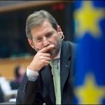 Komisioneri Hahn: Liderët politikë shqiptarë do mbajnë përgjegjsi