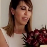 """Vajza e Bregut """"bëhet gazetare"""" dhe pyet deputeten: Si ndihesh sot? (VIDEO)"""