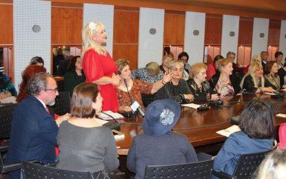 Gruaja shqiptare kuvendon në Vlorë