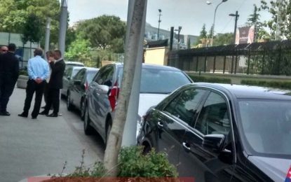 FOTOT/ Takimi në Presidencë, ambasadorët mblidhen urgjent në zyrat e BE-së në Tiranë