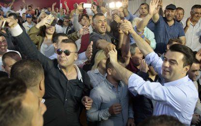 Pesë mashtrimet e paskrupullta të Lulzim Bashës në çadren e protestës