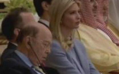 Video/Trump flet, sekretarin amerikan të tregtisë e zë gjumi pranë Ivankës