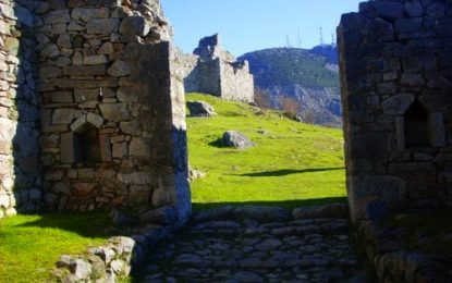 Qytetit Antik Lissus dhe muret e tij të rrënuara si e vetmja dëshmi historike