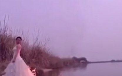 Dëshironte foto artistike duke i djegur fustani, nusja rrezikon jetën (Video)