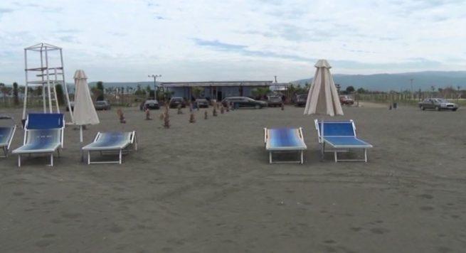 Nuk ka plazh në fundjavë, ulen temperaturat