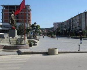 Fushata elektorale në Kosovë, sulmohen me armë zjarri zyrat e PDK-së në Skënderaj
