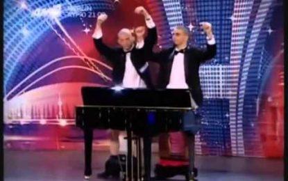 VIDEO/Në spektaklin grek luhet piano me p…