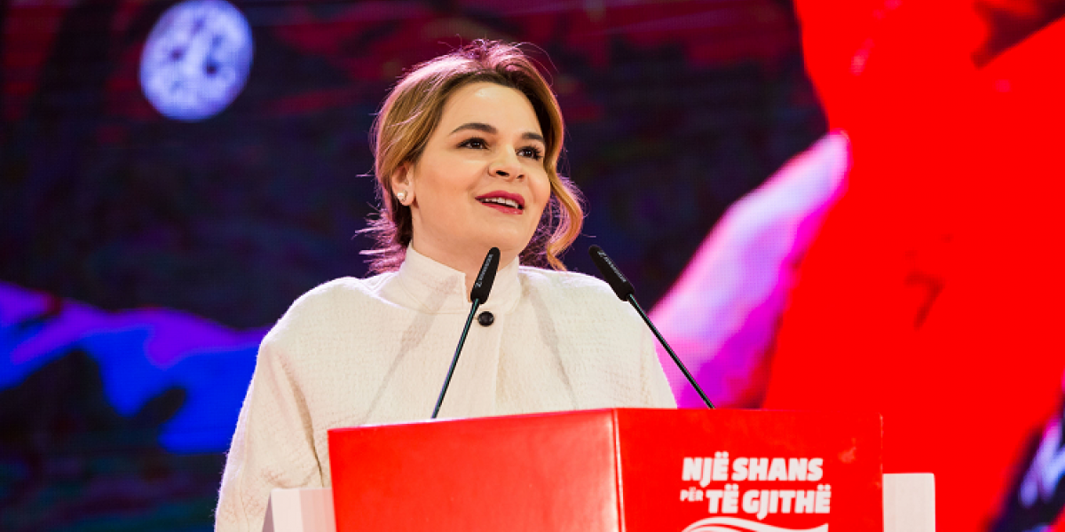 Monika në sheshe, Petriti në parlament- dyshja sulmuese e LSI kundër Ramës