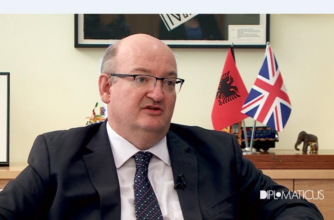 Ambasadori britanik  S ka shumë peshq të mëdhenj por duhen kapur
