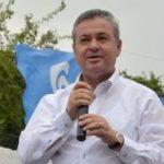 Deputeti i PD rëndon gjuhën ndaj kritikëve të Bashës: Erdhët me pantallona të grisura e u larguat me vila