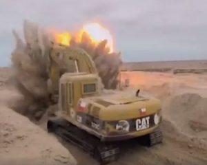 VIDEO e rrallë/Ja si shpërthen një bombë