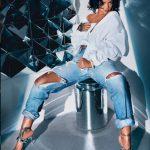 """Sandalet 2300 dollarëshe të Rihanna-s """"çmendin"""" rrjetin (Foto)"""