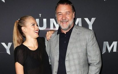 Ylli i Hollywood Russell Crowe në krahët e aktores 22-vjeçare