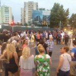 Policia tërheq zvarrë protestuesit në Tiranë. Asnjë televizion nuk jep lajmin