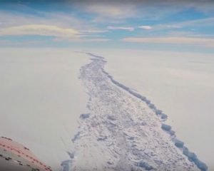 Ajsbergu gjigand shkëputet nga Antarktida