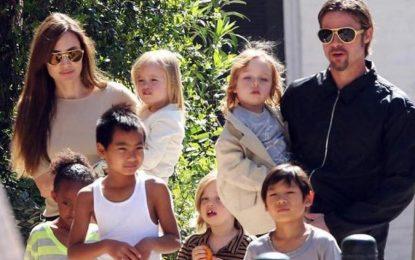 Angelina Jolie rrëfehet pas divorcit me Pitt : Qaja gjithmonë në dush