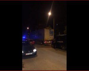 VIDEO/ Bëhen publike pamjet si po transportohen 15 ton kanabis nga Vlora në Tiranë. Ja kush e shoqëron