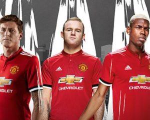 VIDEO/ Manchester United publikon fanellat e reja