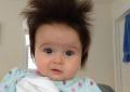 Ja cila është arsyeja përse disa fëmijë lindin me flokë, kurse të tjerë jo