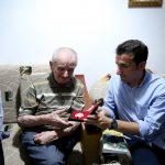 Bashkia e Tiranës nderon ish të përndjekurin politik 90 vjeçar, Thanas Dhespo
