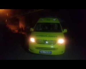 VIDEO/ Pas vrasjes në Shkodër, ambulanca shtyhet nga policët dhe banorët me viktimën brenda
