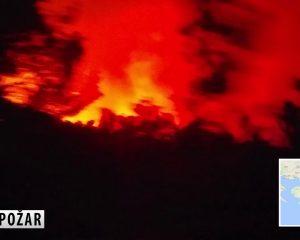 Zjarr në ishullin malazez, turistët largohen të tmerruar (VIDEO)
