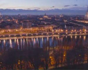 Video/ Një natë në katër minuta, magjia e Torinos nga perëndimi në agim