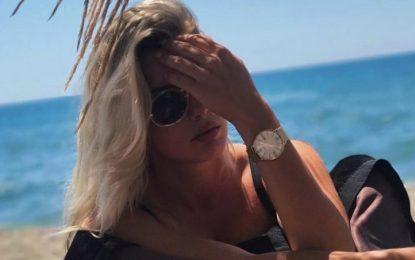 Prezantuesja shqiptare rrëmben vëmendjen me këto FOTO të reja në verën e pafundme të saj