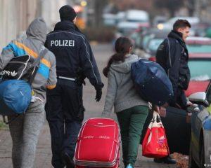 Gjermanët në protestë, kundërshtojnë deportimin e familjes shqiptare (VIDEO)