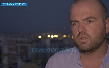 """Loer Kume, shkrimtari që """"refuzoi"""" Amerikën dhe zgjodhi të qëndrojë në Shqipëri"""